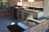 vimal-patel-outdoor-kitchen-with-bench-seating