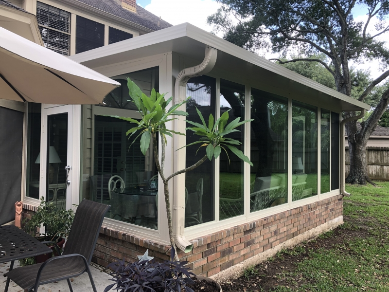 Lovuola-Sunroom-front-left-corner