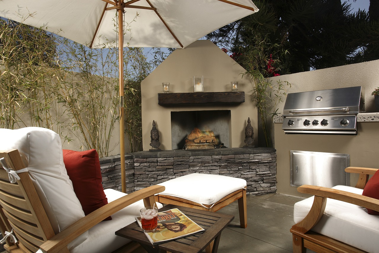 Designing Outdoor Living Spaces for Small Yards