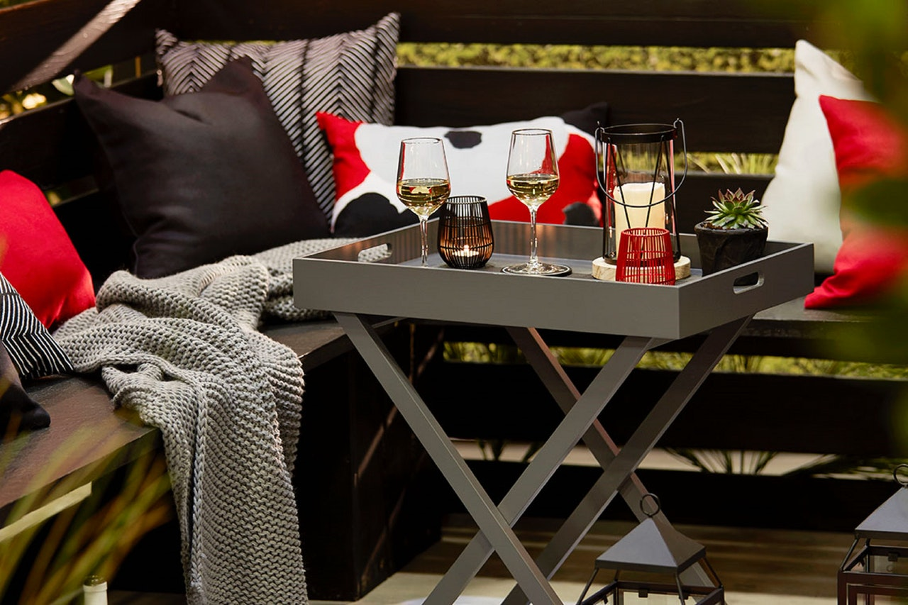 Easy Ways to Warm Out Your Outdoor Living Space This Fall