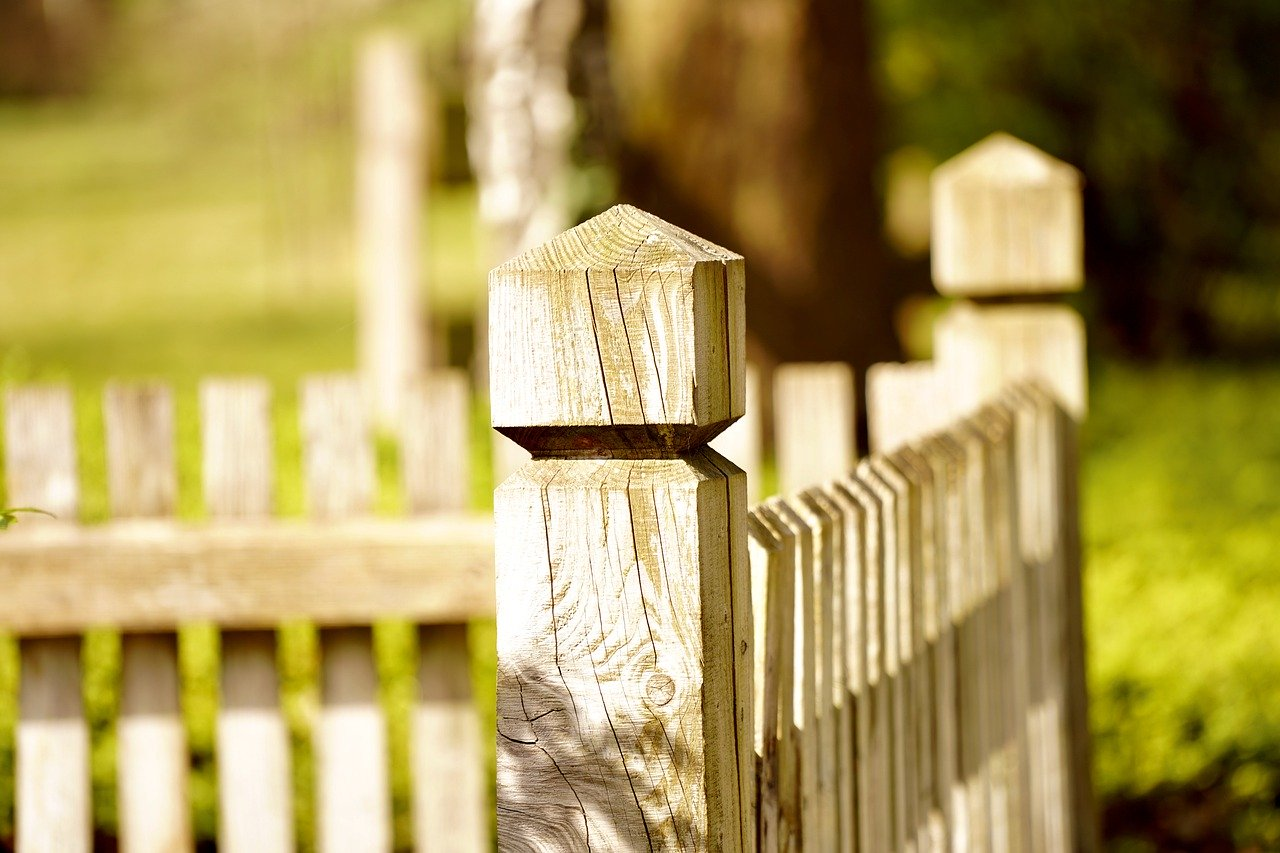 What You Need to Know About Wood Fences